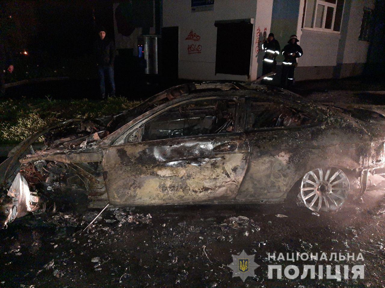 В Харькове сожгли иномарку (фото)