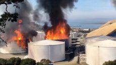 Хранилище нефти горит в Калифорнии (фото)