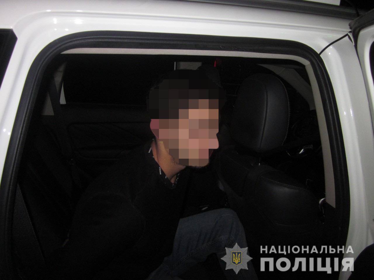 Иностранец украл мобильный телефон в центре города (фото)