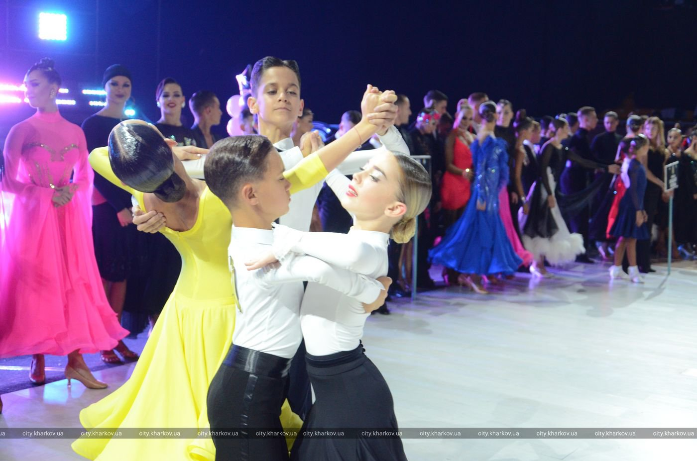 В Харькове прошел международный фестиваль спортивного бального танца (фото)