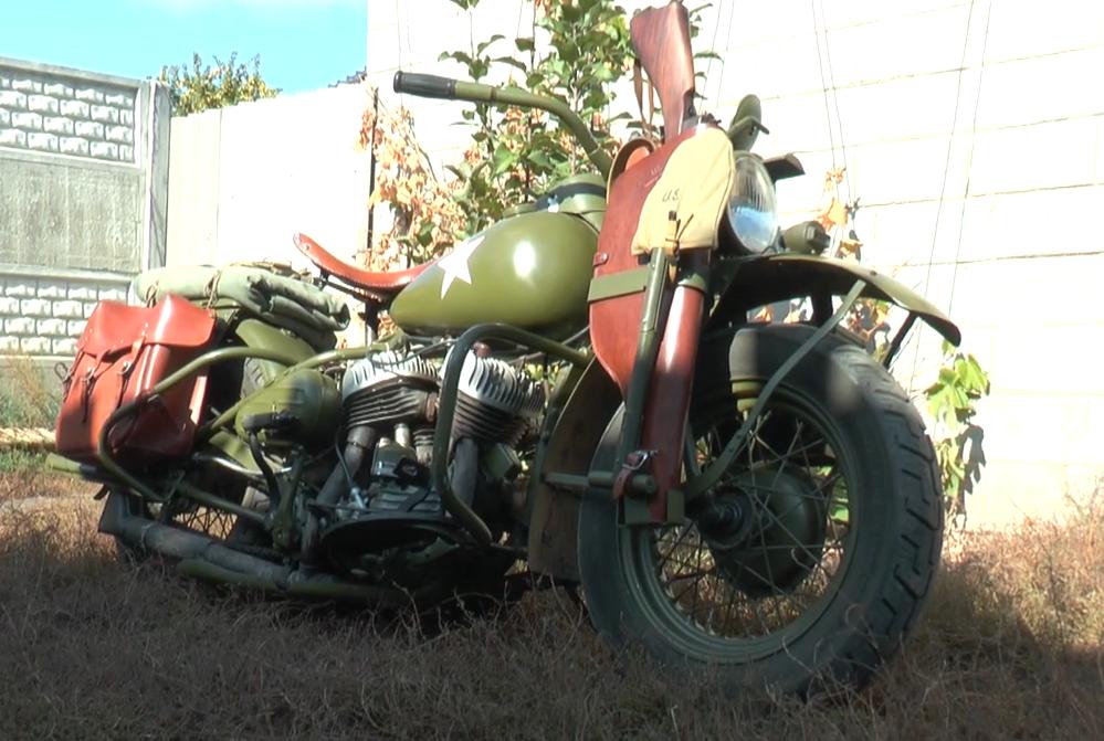 Із сиреною, зброєю та сокирою: на харківських дорогах можна побачити культовий мотоцикл Harley-Davidson (відео)