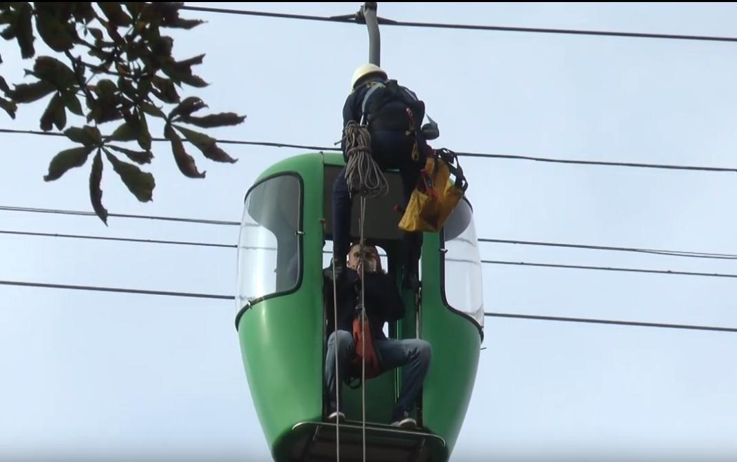 Для навчань студентів-рятувальників у парку Горького зупинили канатну дорогу (відео)