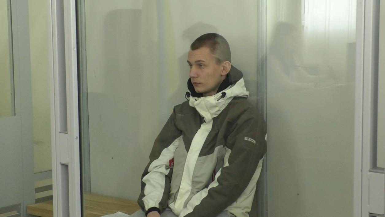 Розтрощив голову качалкою для тіста: підозрюваний у вбивстві харків'янки з'явився в суді (відео)