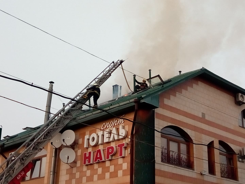 В Харькове горит гостиница (фото)