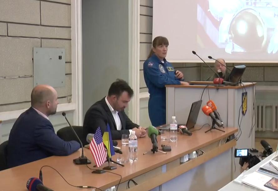 Космічні історії харків'янам розповіла астронавтка зі США Стефанишин-Пайпер (відео)