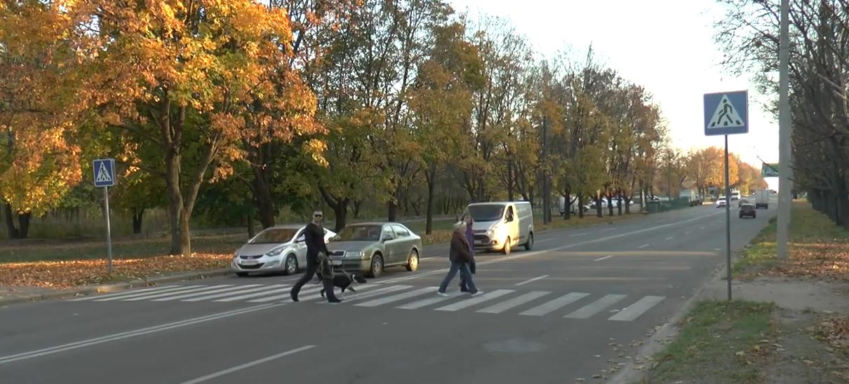 На Салтівці збили мати с доньками. Подробиці ДТП на пішохідному переході (відео)