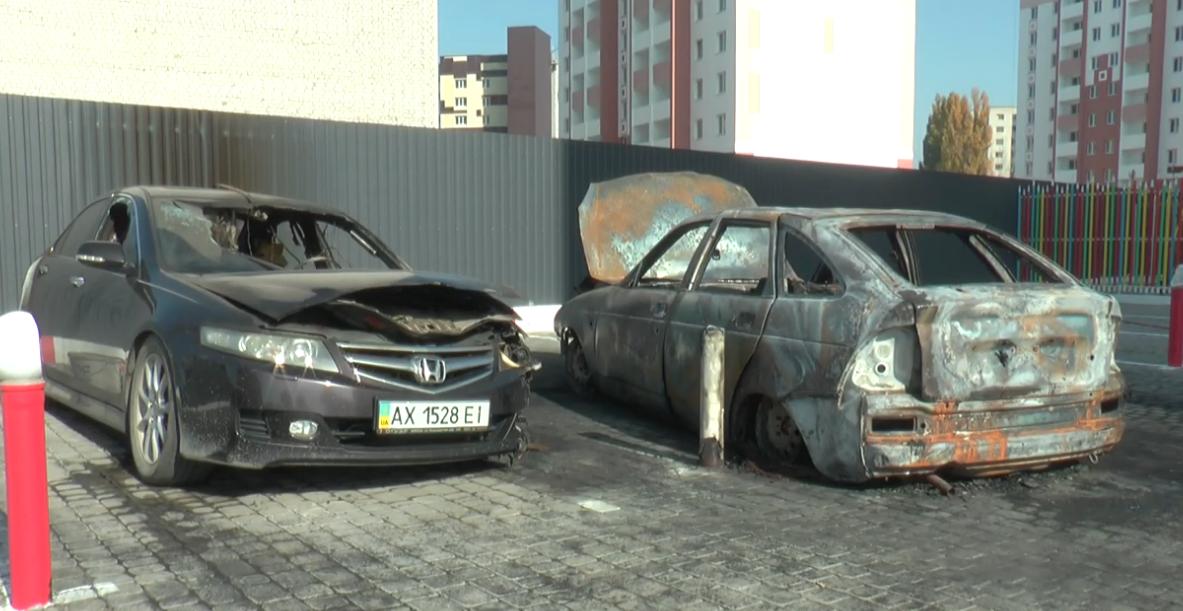Подвійний підпал: від автівок у Київському районі залишився тільки попіл (відео)