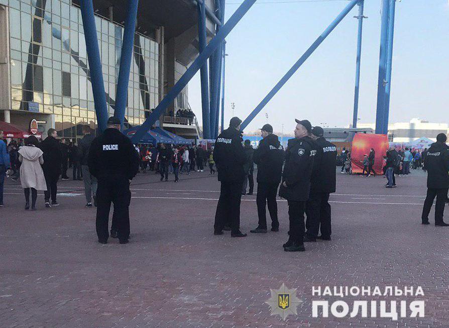 Около 2400 полицейских будут на футбольном матче «Шахтер» и «Динамо»