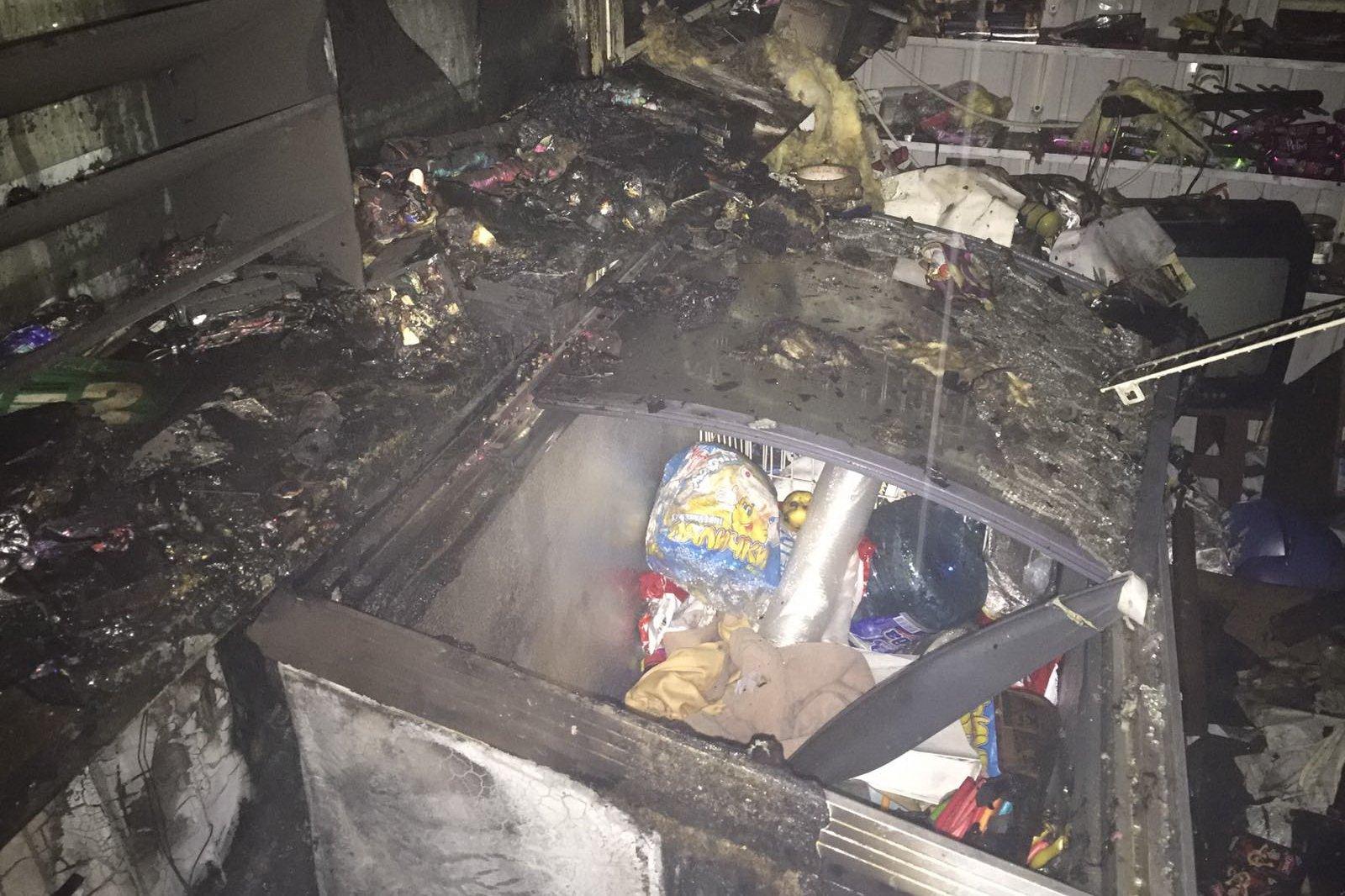 В Харькове горел продовольственный киоск (фото) | «Объектив»