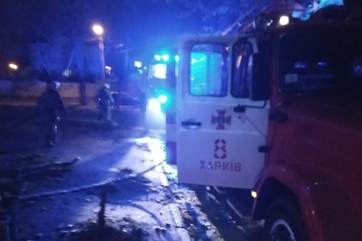 Из-за пожара в квартире эвакуировали соседей. Есть пострадавшие (фото)