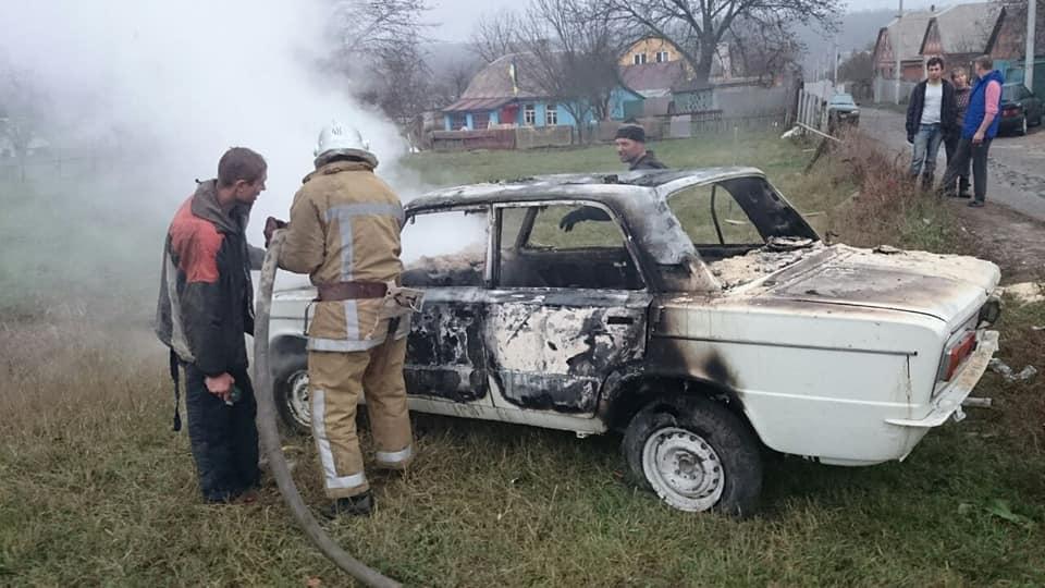 В Люботине сгорел автомобиль в гараже (фото)