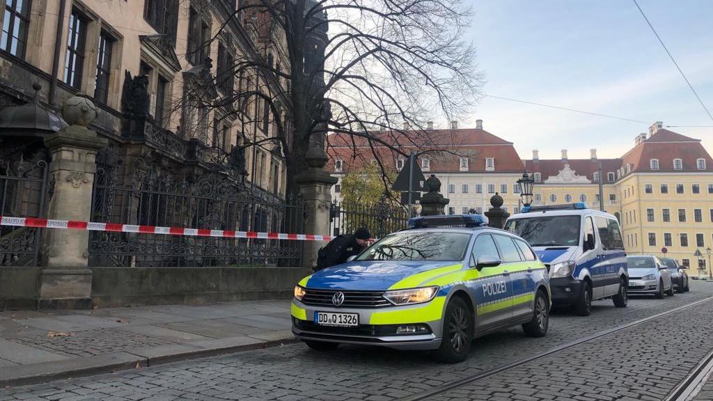 В Германии воры, ограбившие музей, скрылись с места преступления на лимузине (фото)
