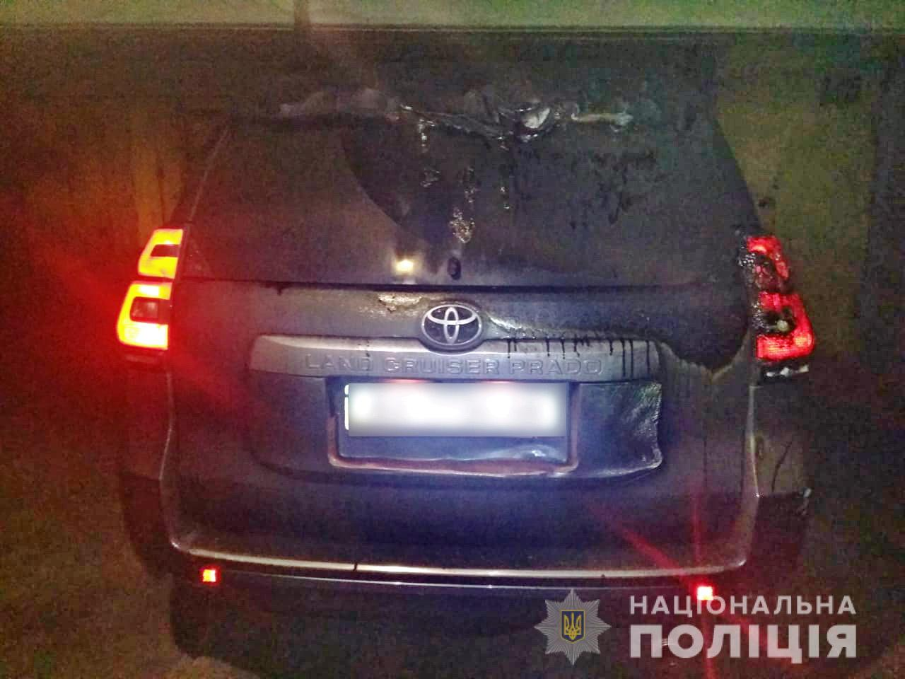 В Харькове воры, похищая дорогую иномарку, случайно ее подожгли (фото)