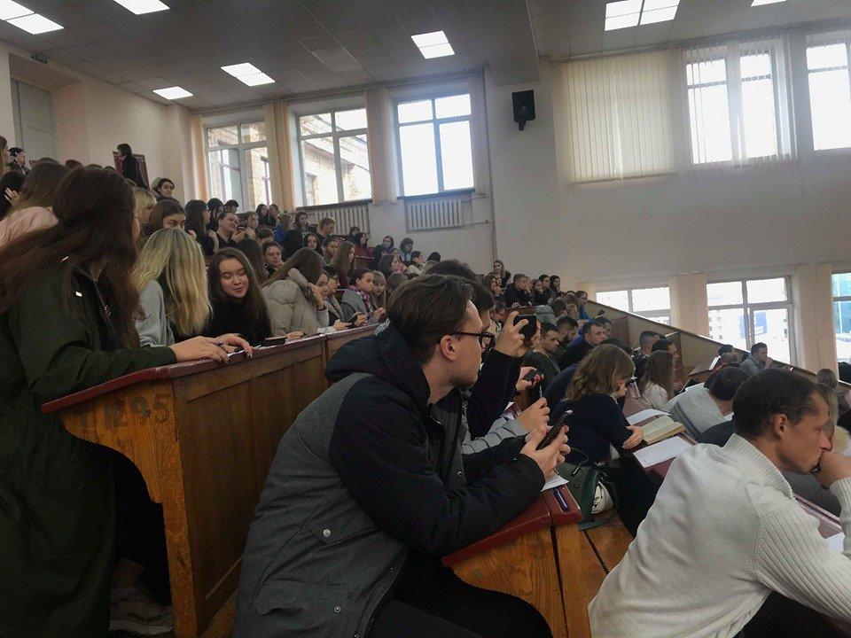 Харьковчане присоединились к всеукраинскому радиодиктанту (фоторепортаж)
