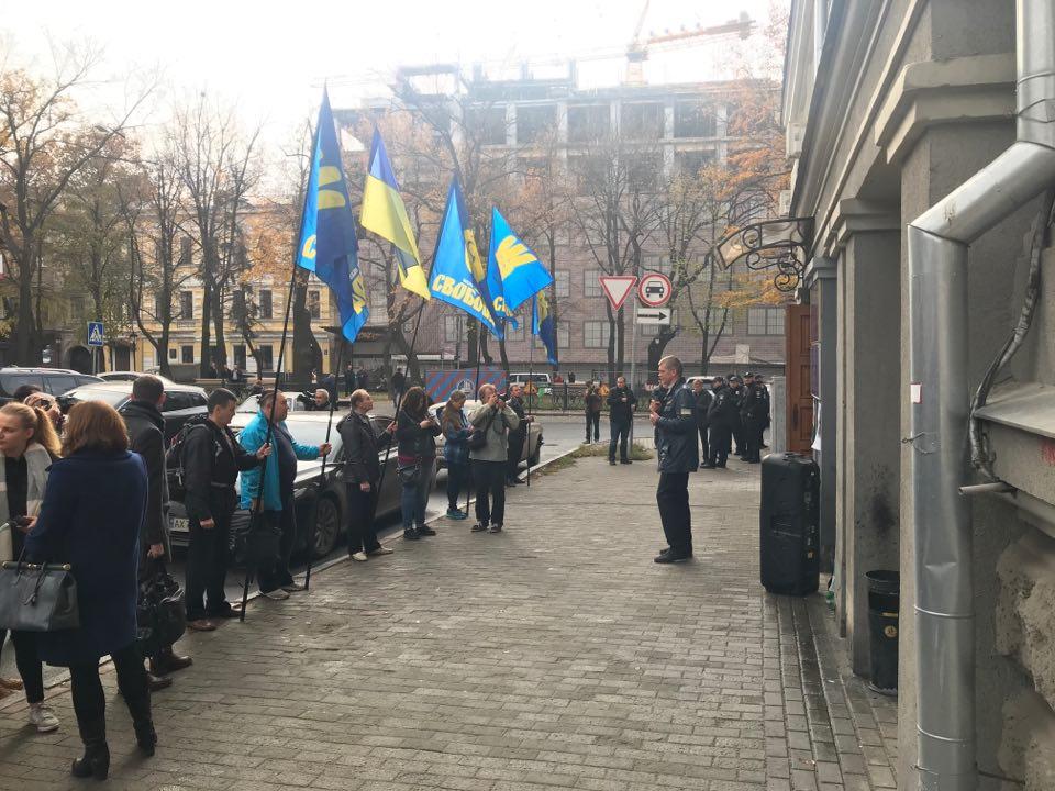 «Палач» и «Убийца»: в Харькове пикет против переименования проспекта Петра Григоренка