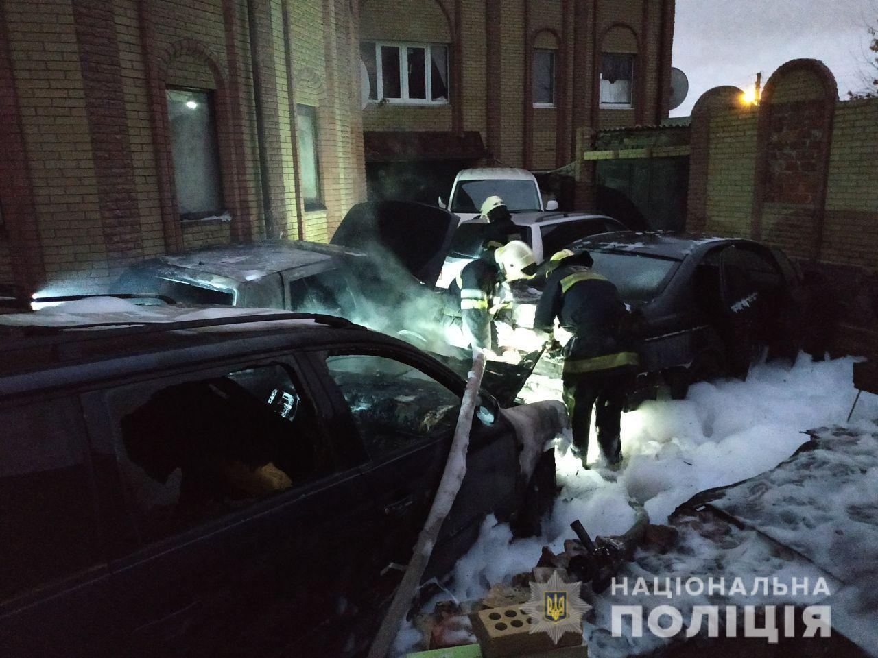 Три автомобиля подожгли в Харькове (фото)