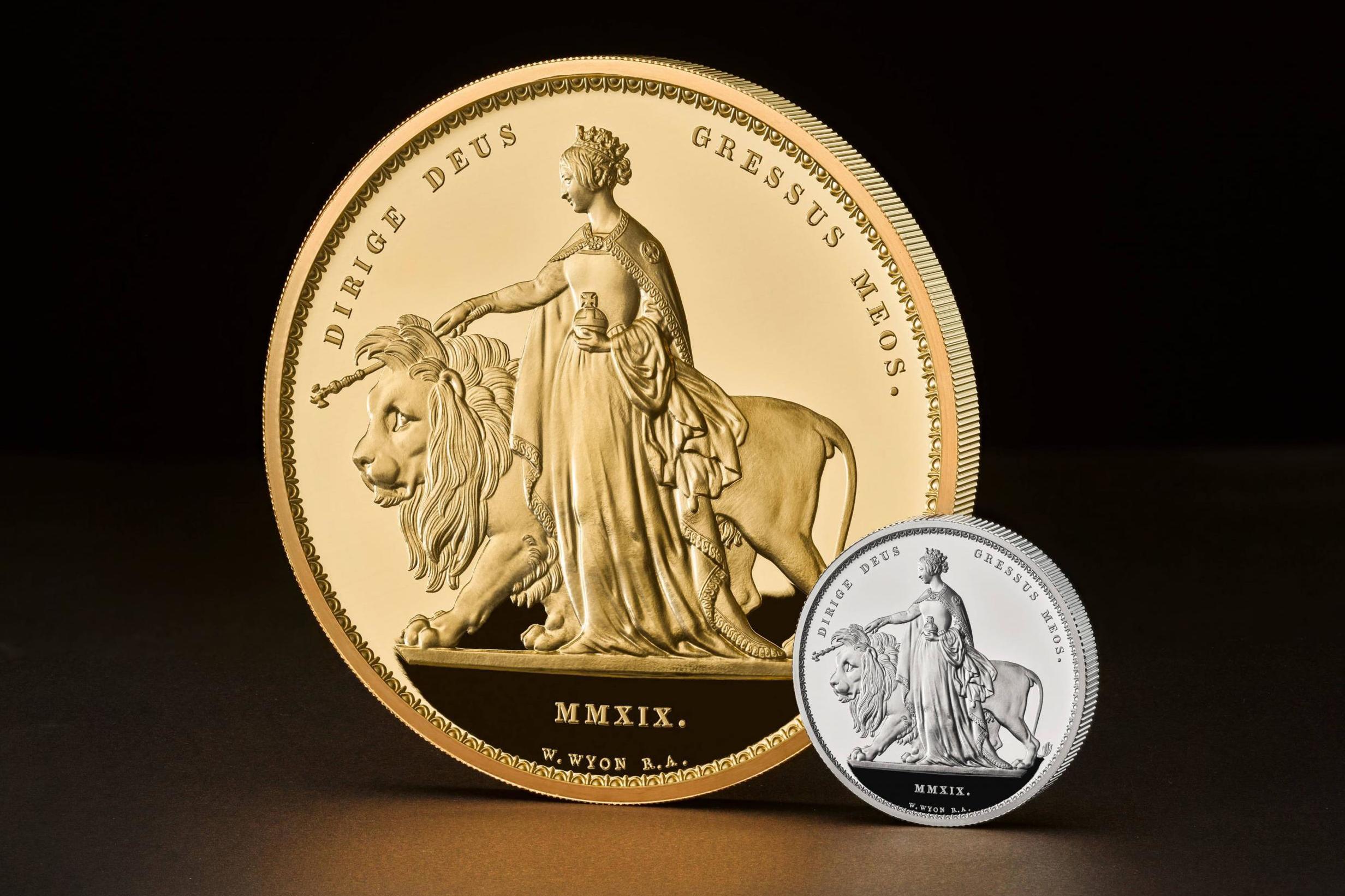В Великобритании выпустили монету, за которую можно купить замок (фото, видео)