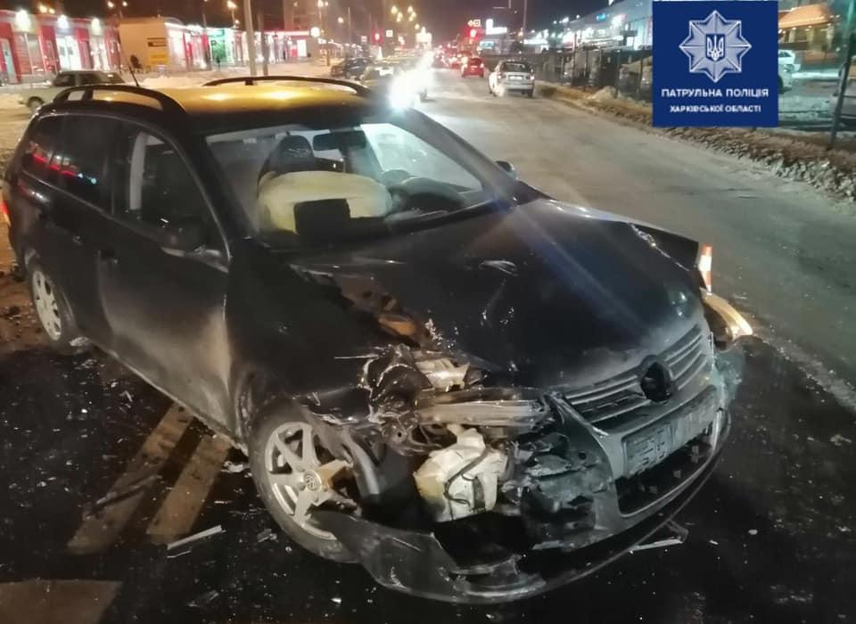 В ДТП на пр.Тракторостроителей пострадал водитель (фото)
