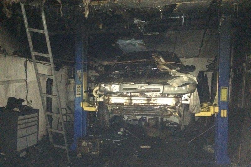 В Московском районе горели гаражи (фото)
