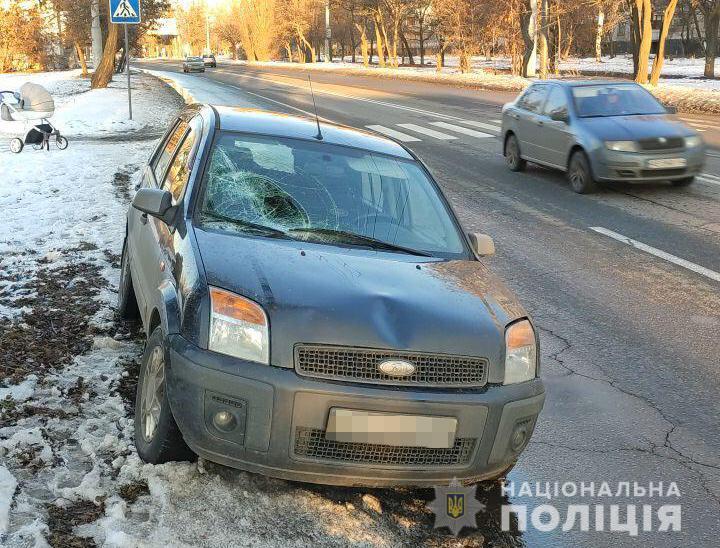 В Харькове автомобилем сбиты мужчина с младенцем в коляске