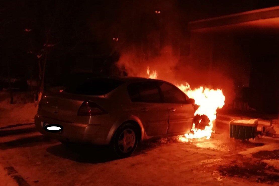 На Волонтерской сгорел припаркованный Renault Megane (фото)