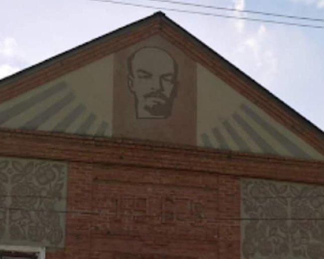 На Харьковщине в здании сельского клуба демонтировали изображение Ленина