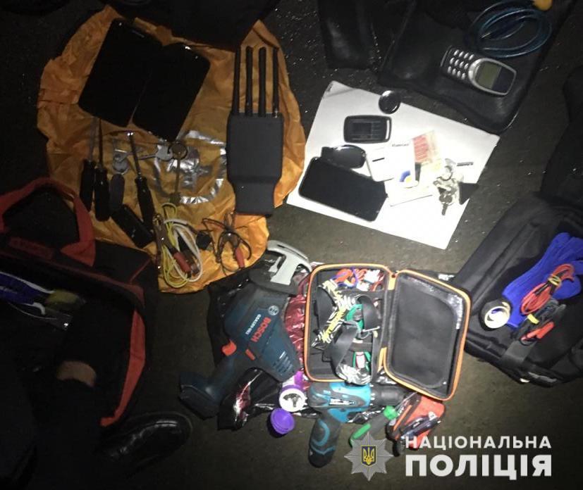 Полиция задержала группу похитителей элитных автомобилей (фото)