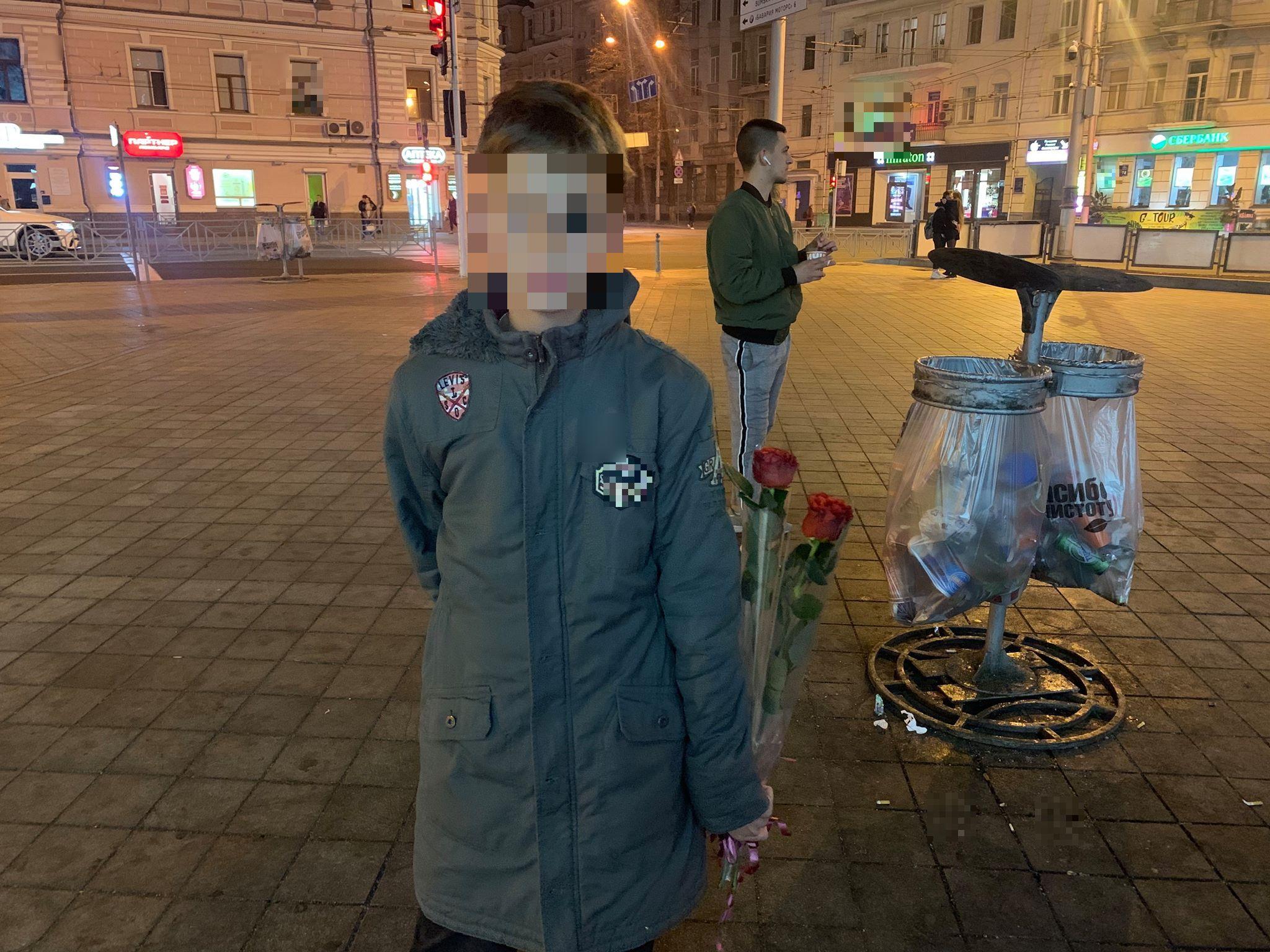 13-летний «бизнесмен» зарабатывает три тысячи в неделю – продает розы, чтобы купить «айфон»