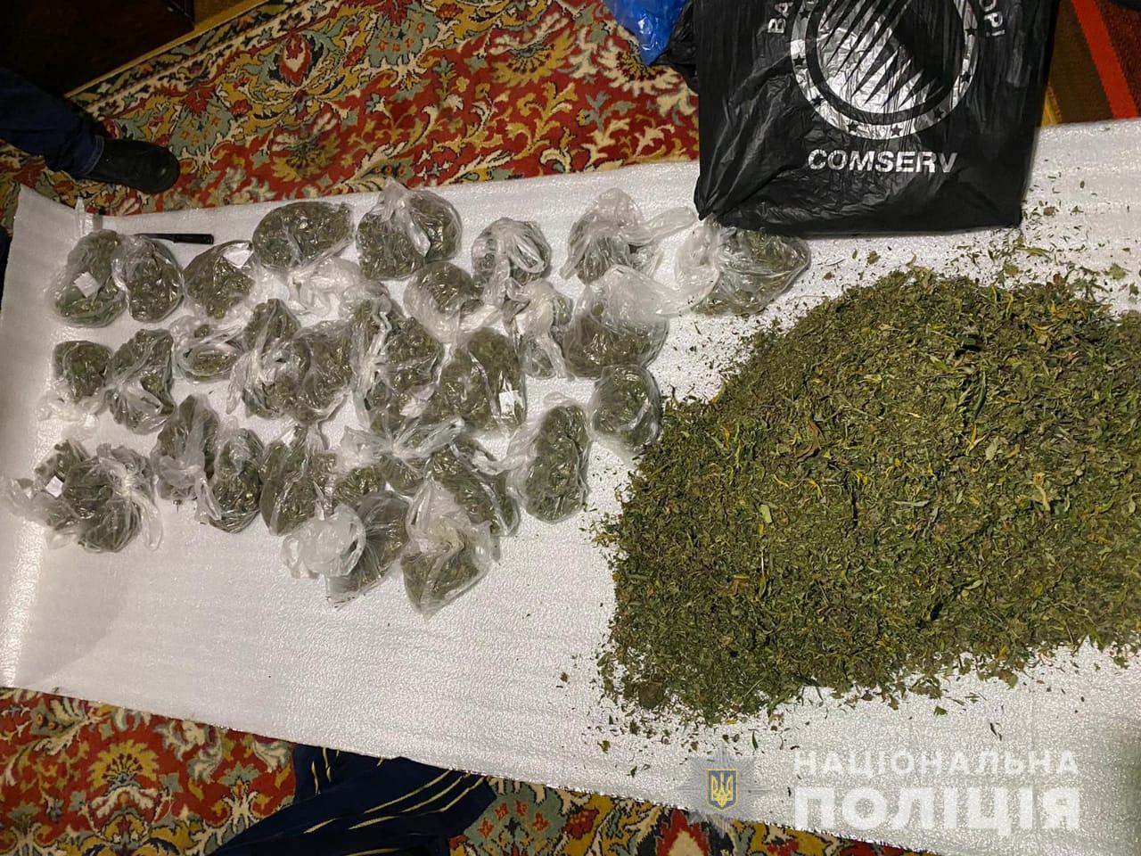 Полицейские за сутки нашли 8 кг каннабиса у жителей Харьковской области (фото)
