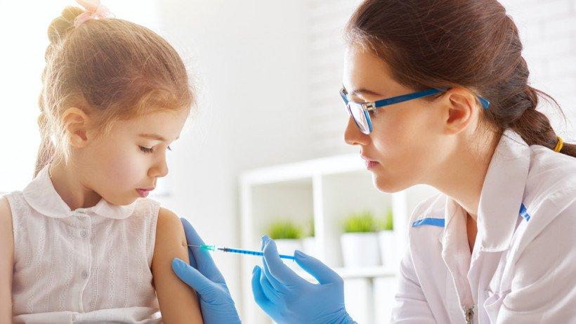 Допускать ли детей без вакцинации к занятиям в школах, будут решать директора школ