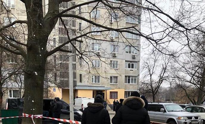 Во дворе высоток в Харькове взорвали найденную у мужчины взрывчатку (видео)