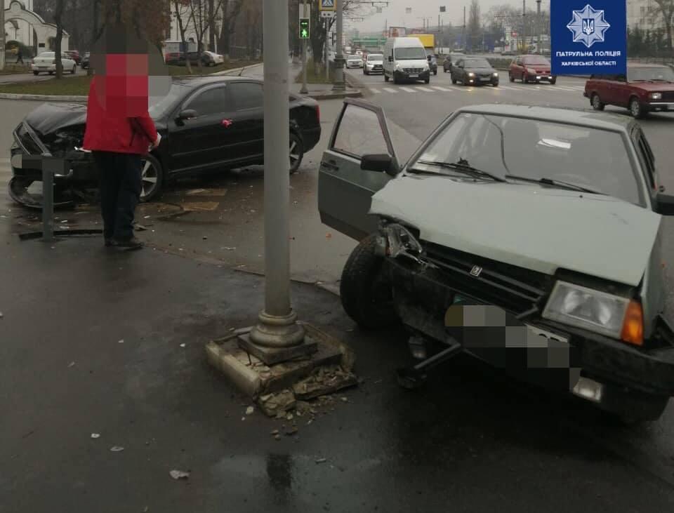 На Московском проспекте произошла авария. Водитель госпитализирован