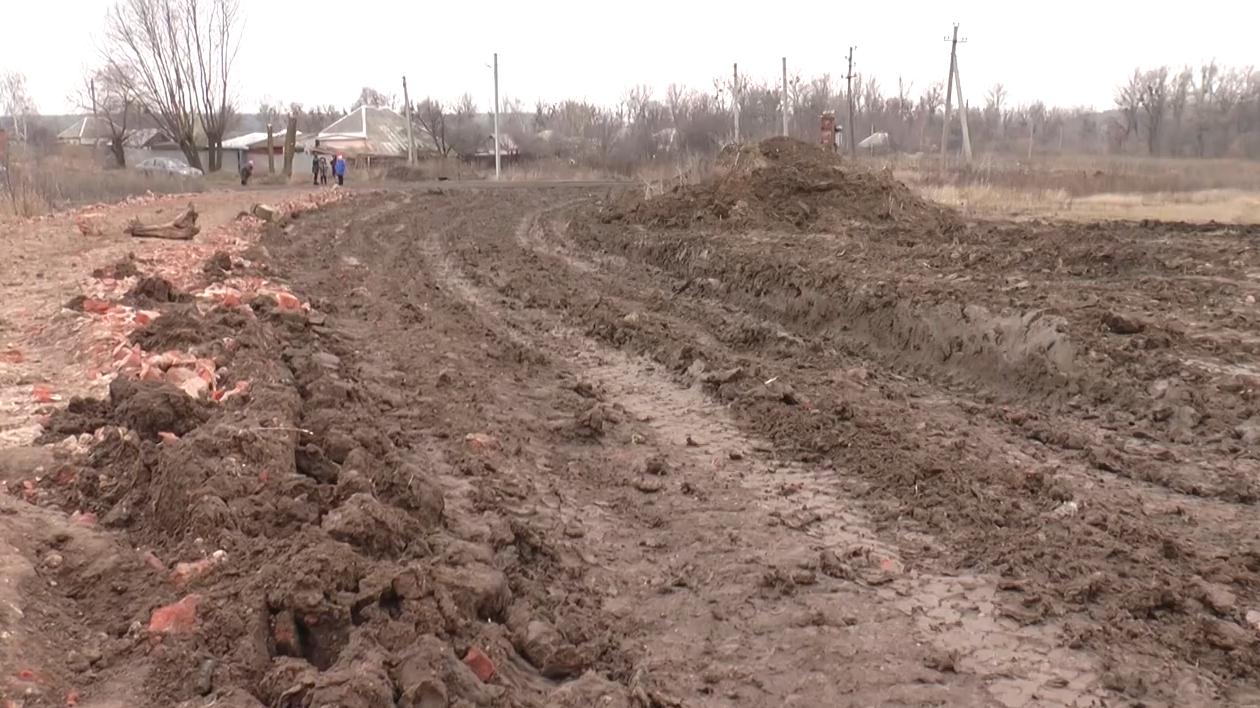 Боротьба за дорогу: мешканці Зауддя вчиняють правопорушеня через роботу газової компанії (відео)