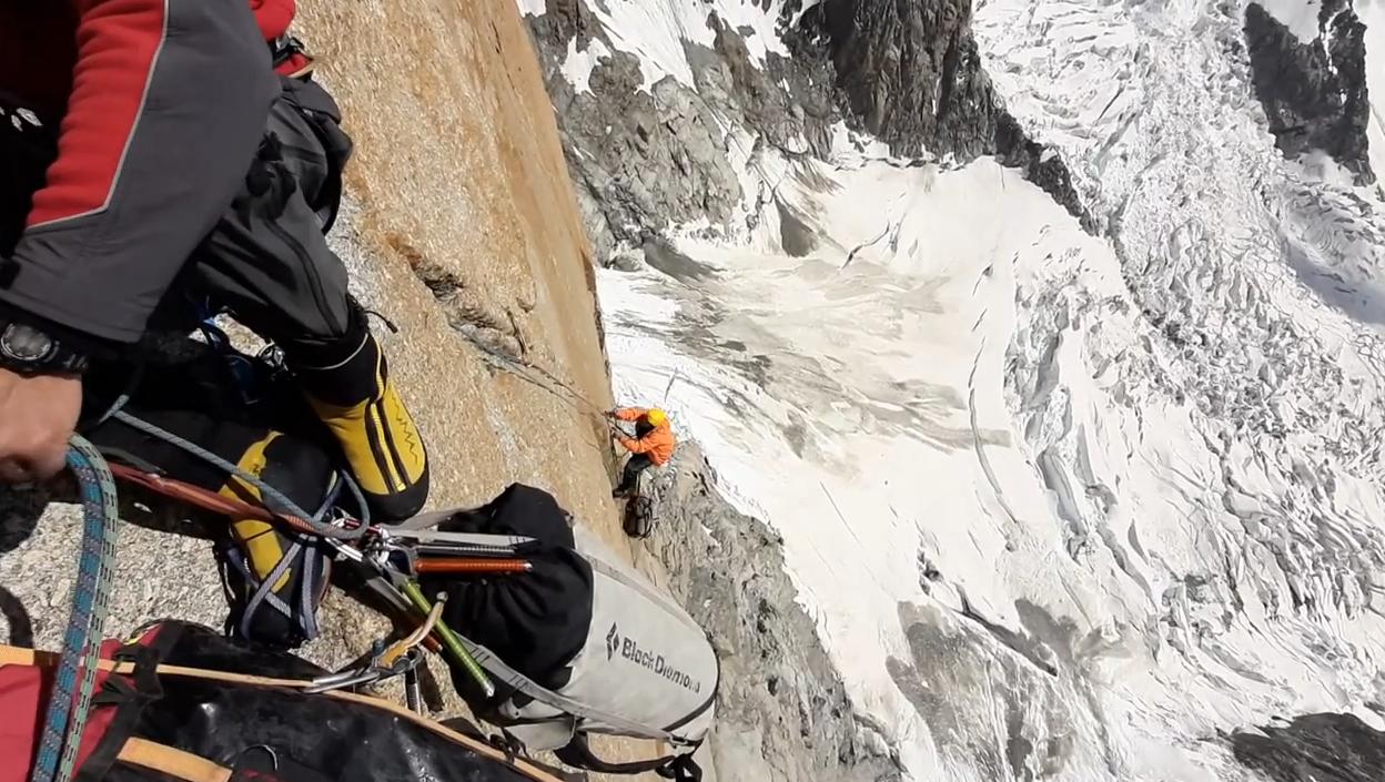 Найвищий заплив на каяку: харківський альпініст встановив світовий рекорд (відео)