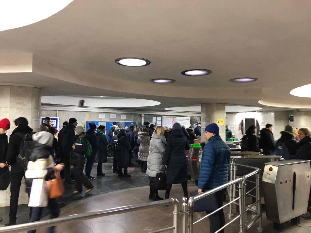 В метро Университет произошло столпотворение (фото)