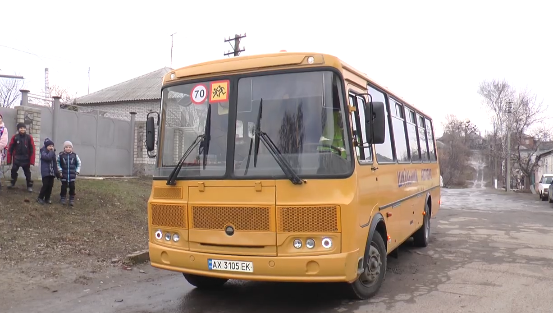 Шкільний автобус перетворився на пастку. Мешканка Богодухова розповіла про жахливу аварію (відео)