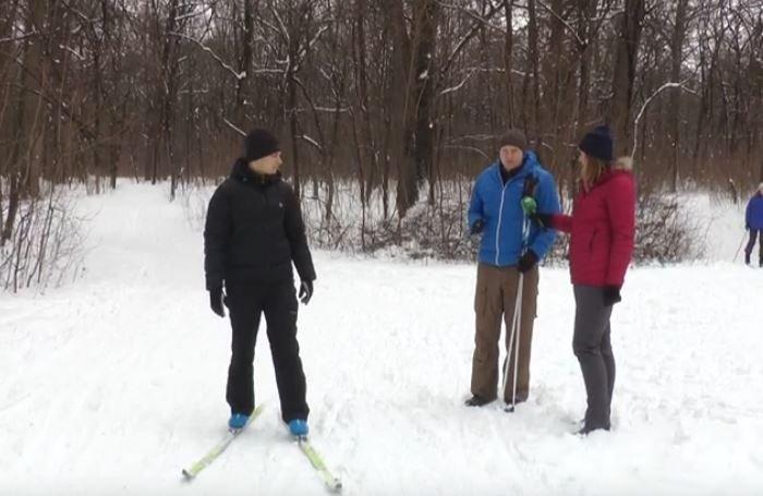 Засніжило: харківський Лісопарк заполонили лижники (відео)