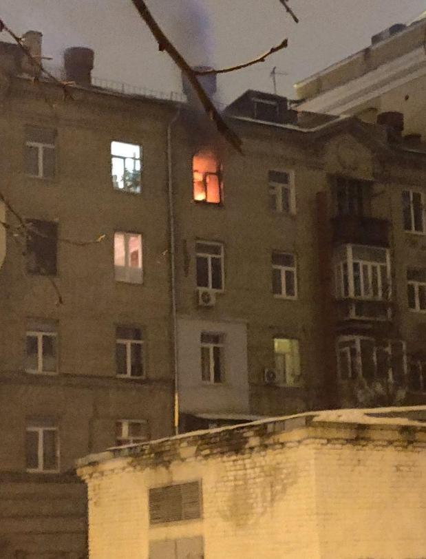 Дві пожежі сталися вночі в Харкові у житлових приміщеннях