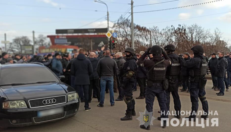 """""""Стоп дорога"""". Полиция прокомментировала столкновения на рынке (фото)"""