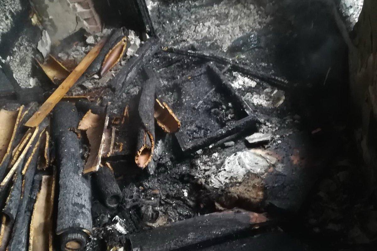 В Харькове на пожаре в недострое один человек погиб, другой был обожжен (фото)
