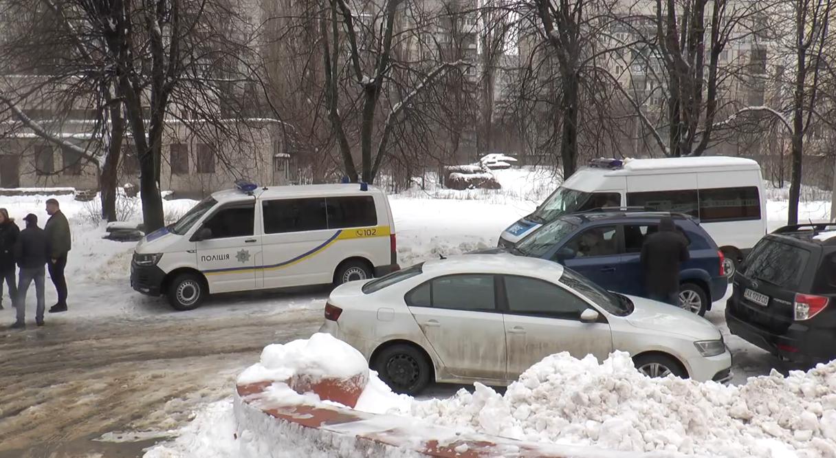 Стрілянина та погоня у Харкові: копи перетворили легковик на решето (відео)