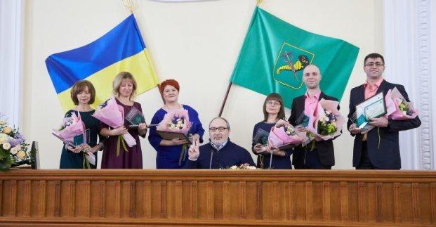 Лучшим учителям Харькова вдвое увеличат ежемесячную премию