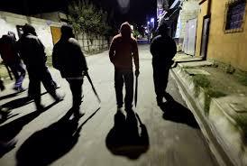 Толпа подростков жестоко избила прохожего в Харькове (видео)