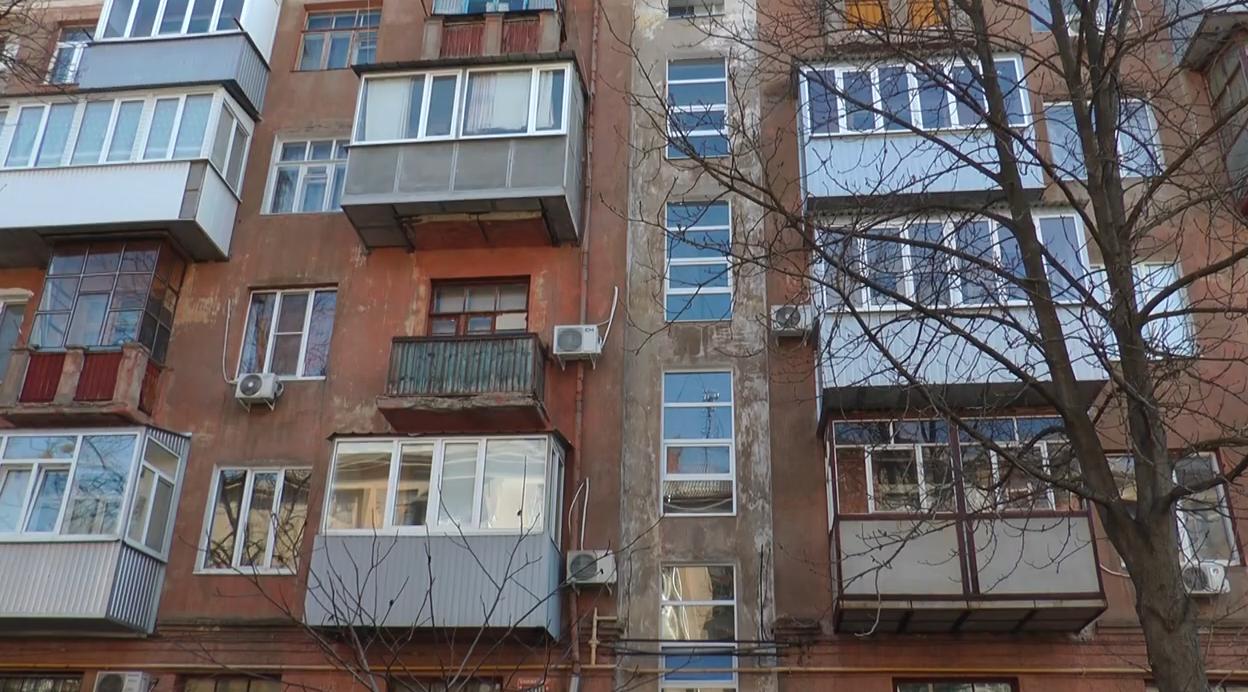 Мешканцям частини Індустріального району погрожують відрізати світло (відео)
