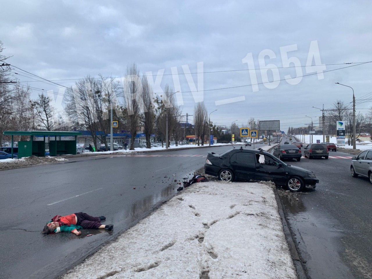 Две женщины погибли под колесами автомобиля на пешеходном переходе (видео, фото 18+)