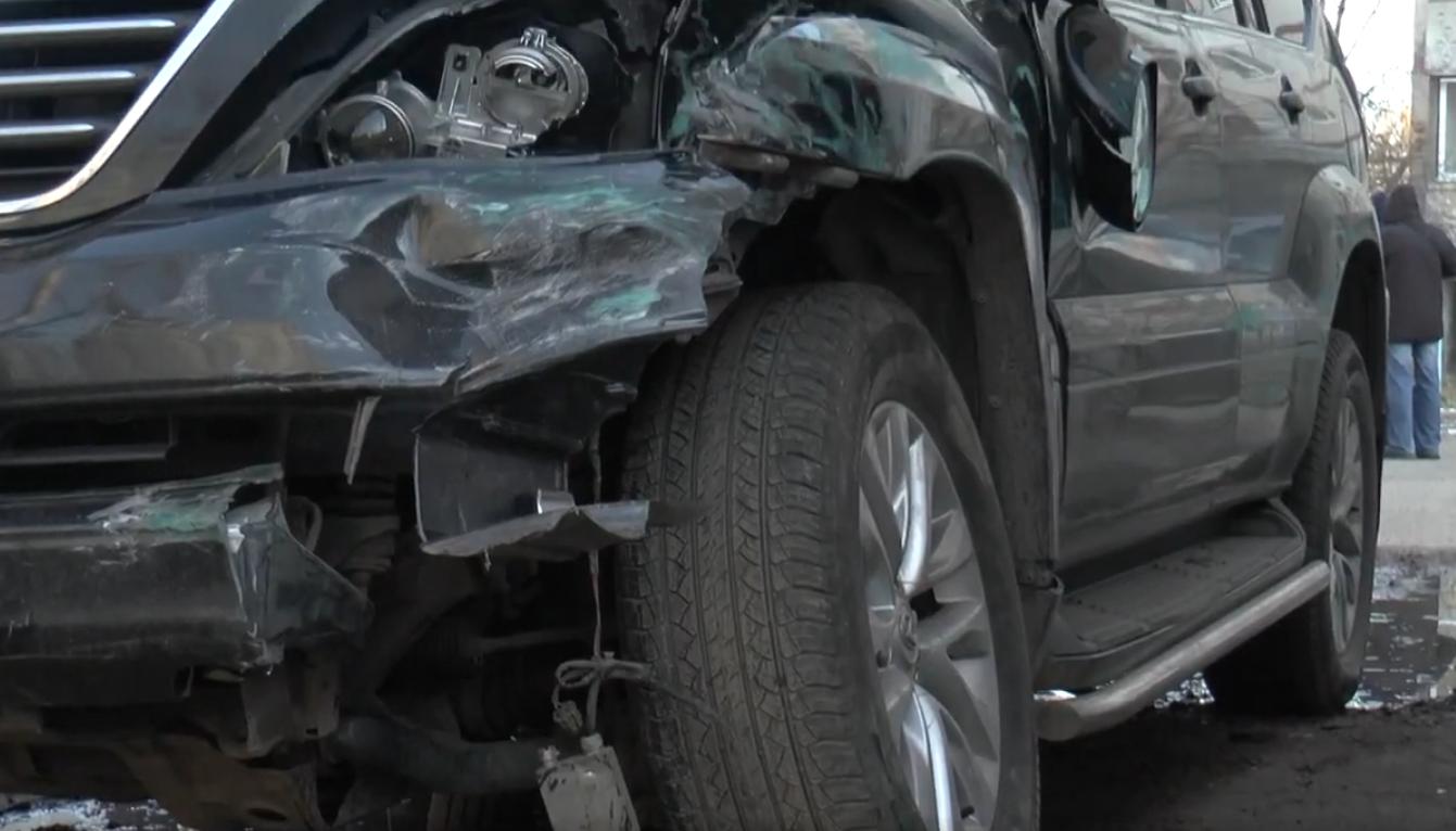 На Олексіївці іномарка розтрощила п'ять автівок під час погоні (відео)