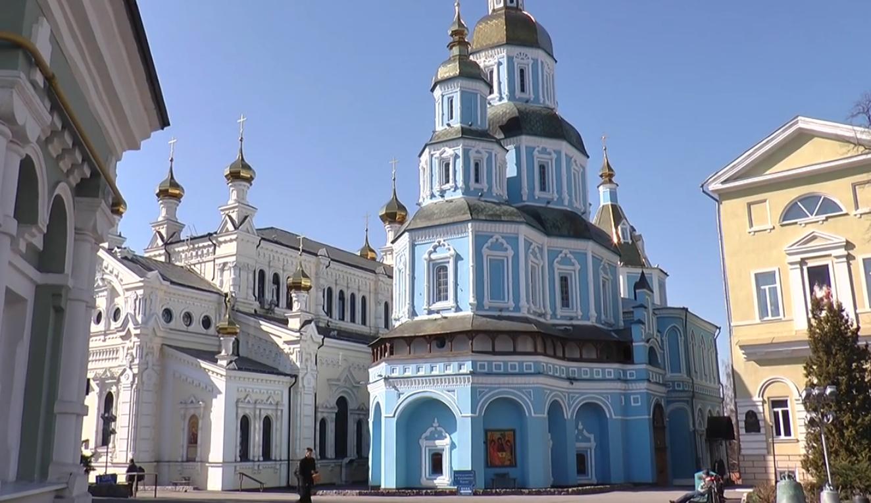 Харківські парафіяни розповіли, чи припинили відвідувати храми під час карантину (відео)