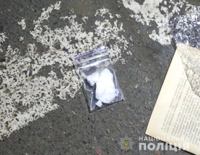 """Наркокурьера поймали """"на горячем"""" возле ТРЦ"""