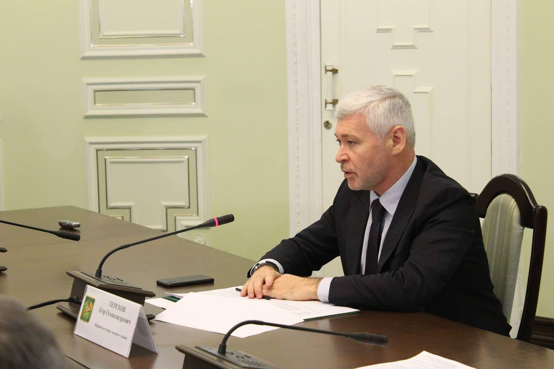 Терехов: закрывать ТЦ, рынки и магазины при нарушении санитарных норм