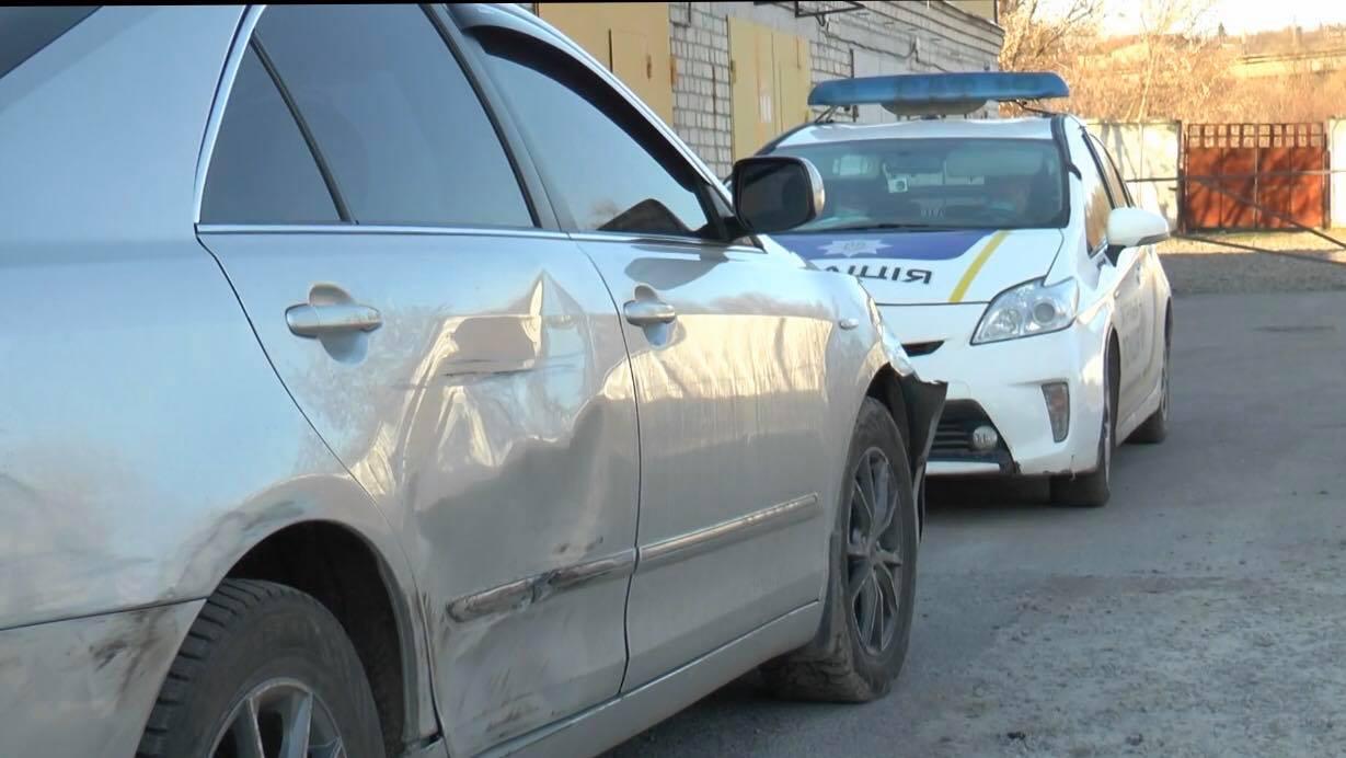 «В машине были бандиты»: охранник стоянки рассказал про погоню на Алексеевке (фото)